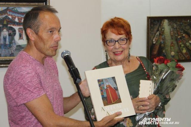 В Оренбурге открылась выставка А.М.Кальвиной.