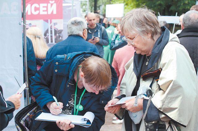 Около трети кандидатов в депутаты Мосгордумы не смогли собрать подписи избирателей для выдвижения.