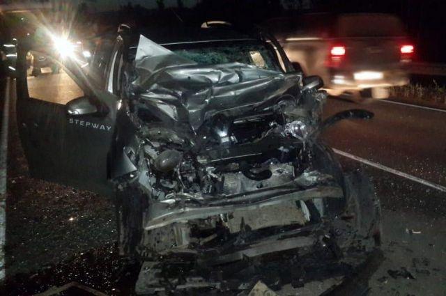 В Удмуртии водитель иномарки погиб при столкновении с грузовиком