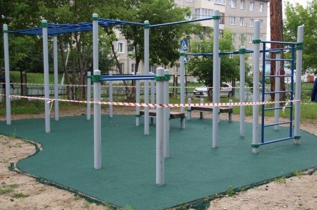 Школьные спортивные площадки получают современное покрытие.