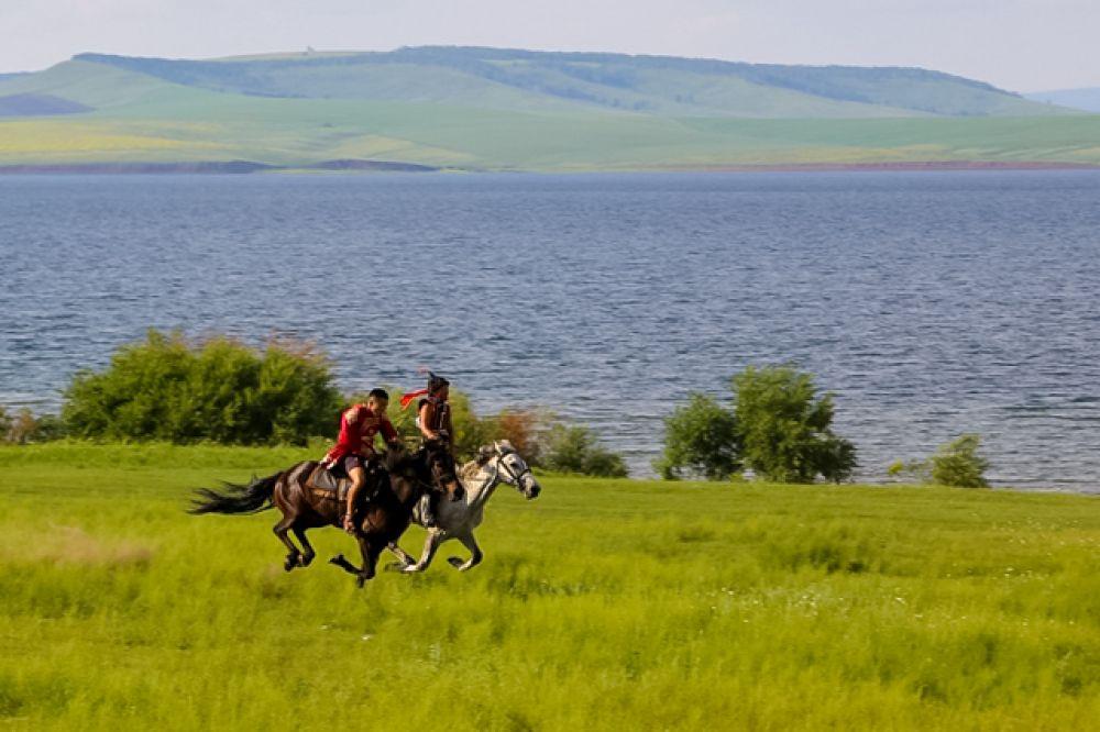 Конные скачки (мори урилдаан) - обязательное умение батора бурятского народа