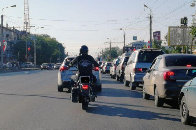 Госавтоинспекторы призывают водителей мотоциклов соблюдать правила дорожного движения и скоростной режим.