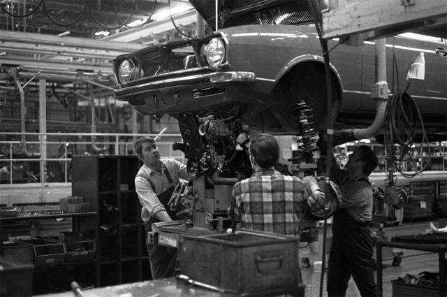 Сборка Audi 80 в Вольфсбурге, 1973 год.