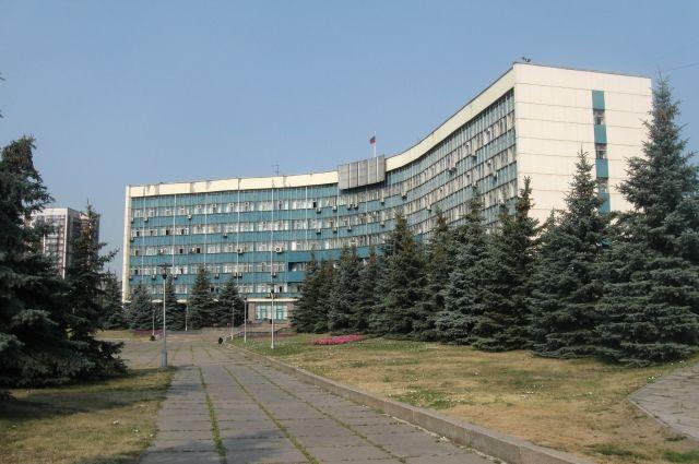 Чиновник более 12 лет служил в Вооруженных силах РФ.