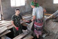Пермяки помогали восстанавливать разрушенные дома.