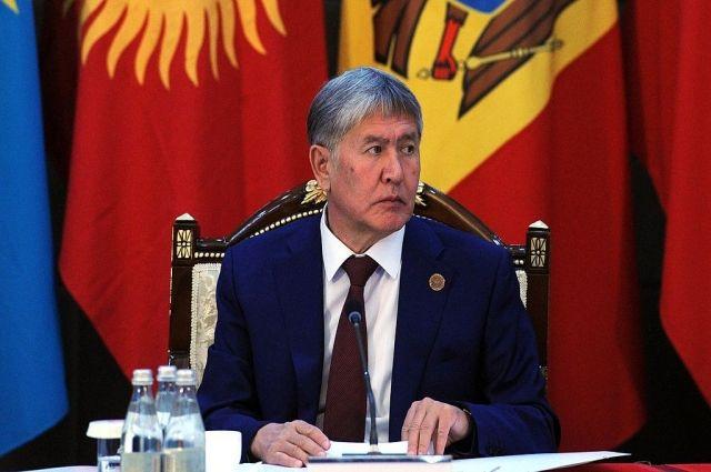 Атамбаев вылетел в РФ с авиабазы в Канте