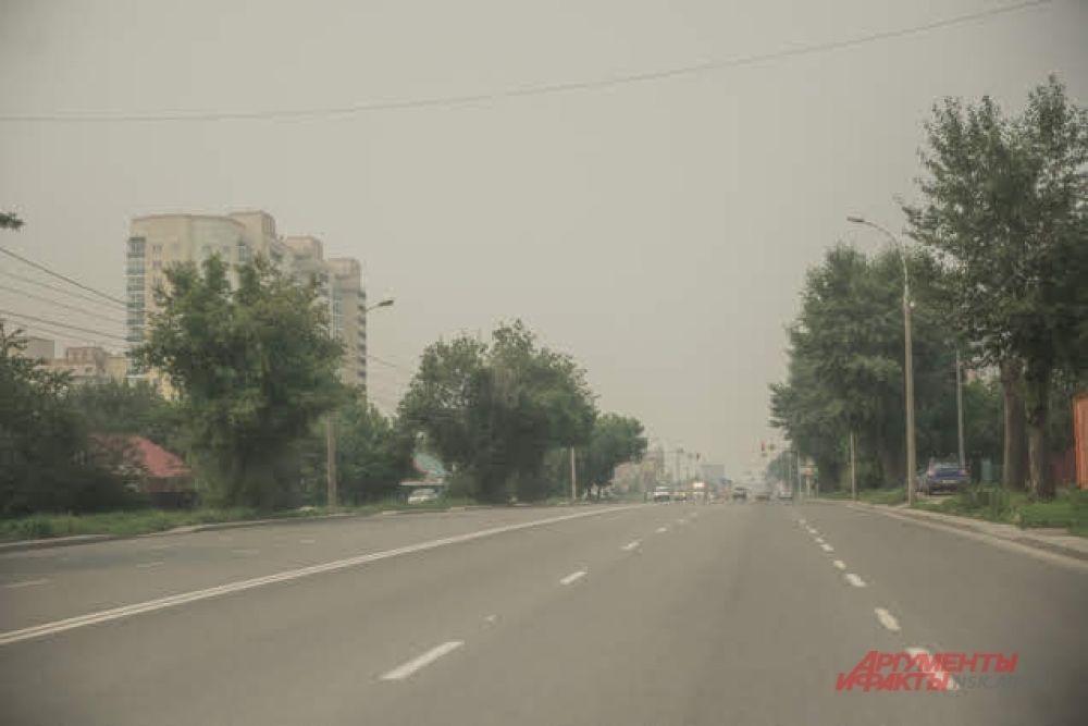 А пока дым не ушел из города, многие новосибирские водители предпочитают передвигаться на метро.