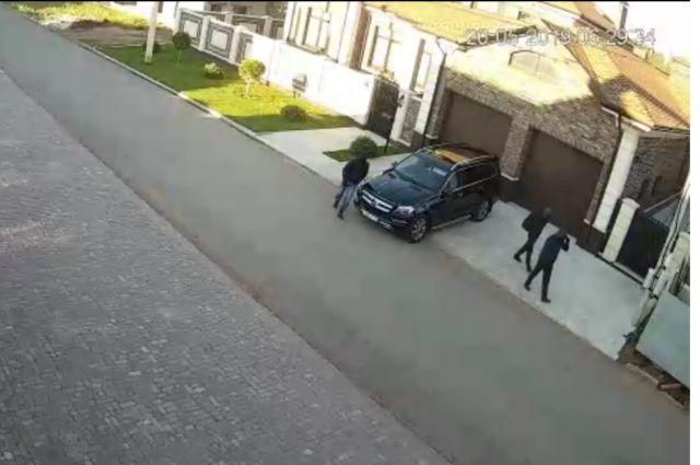 Следователи продолжают искать исполнителей тройного убийства в Ростошах-2