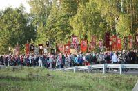 20 километров пути от Храма-на-Крови до монастыря на Ганиной яме паломники преодолели за четыре часа.