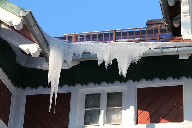 В Петербурге испытают систему обогрева крыш для избавления от наледи