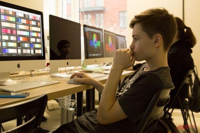 Сейчас все школы подключены к сети Интернет, но пока что качество связи оставляет желать лучшего… До 2020 года ситуацию исправят.