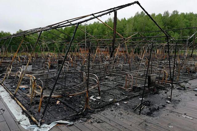 Последствия пожара в палаточном городке на территории горнолыжного комплекса«Холдоми».