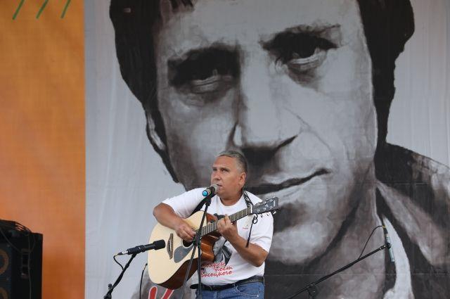 Дмитрия Целуенко называют красноярским Высоцким.