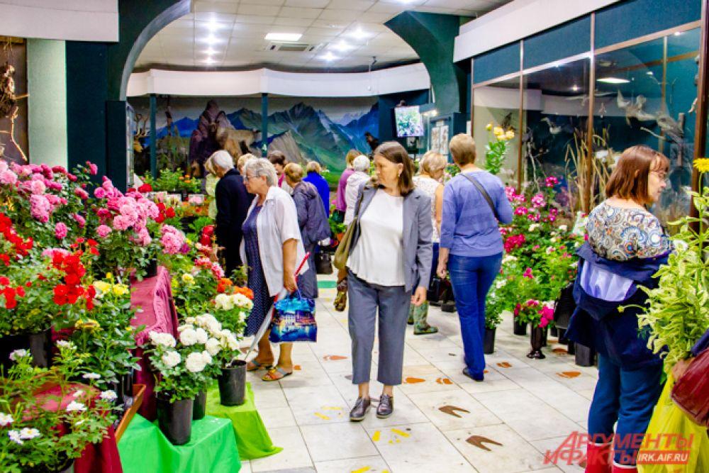 На открытии выставки к садоводам были очереди