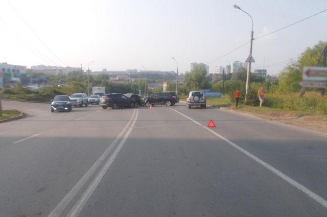 На улице Союзной в Ижевске произошла массовая автомобильная авария
