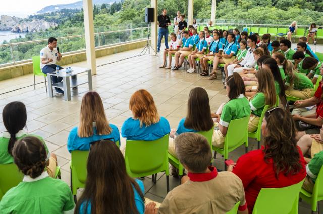 Губернатор ЯНАО встретился с юными северянами, отдыхающими в «Артеке»