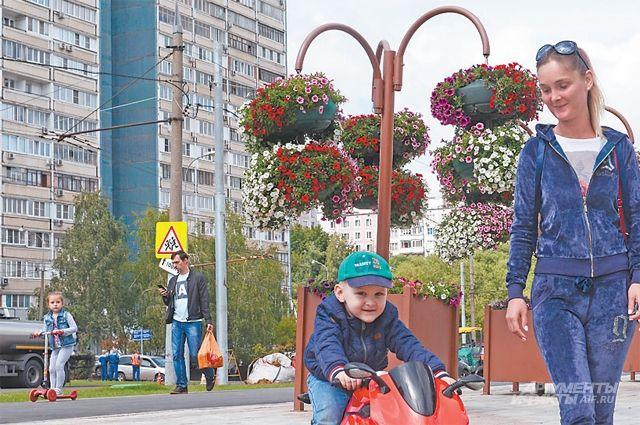 От ул. Вильнюсской  до ул. Тарусской теперь благоустроенная  парковая зона.