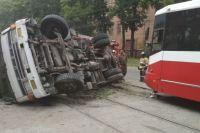 Штраф за выезд на специализированную полосу, предназначенную для движения общественного транспорта, составляет 500 рублей.