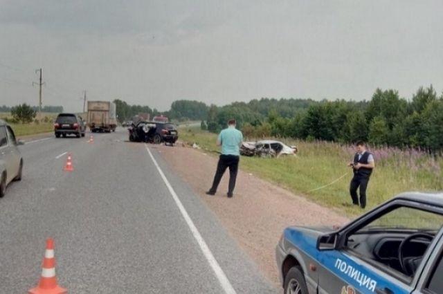 Следственно-оперативная группа выясняет все обстоятельства трагедии га дороге