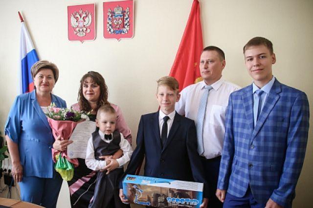 В Оренбуржье первые многодетные семьи получили выплаты вместо земли