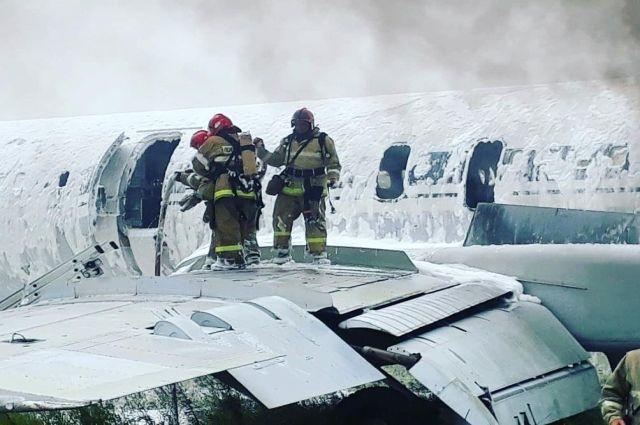 Тушение пожара в барнаульском аэропорту.
