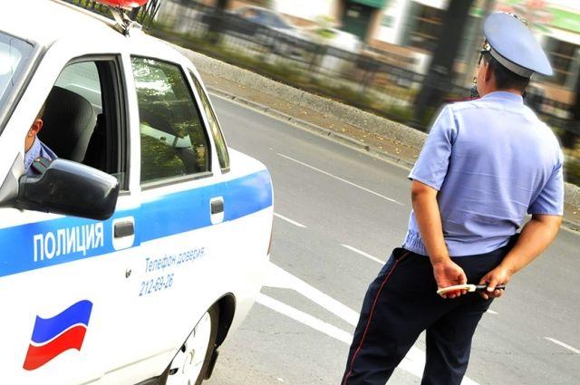 Полицейские пытались остановить автомобиль, но водитель попытался скрыться.