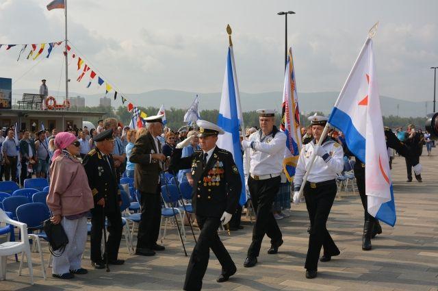 Красноярцы отметили День ВМФ на набережной Енисея.