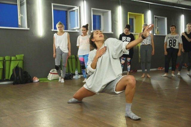 Танцы на высшем уровне - это постоянная работа и изматывающие тренировки.