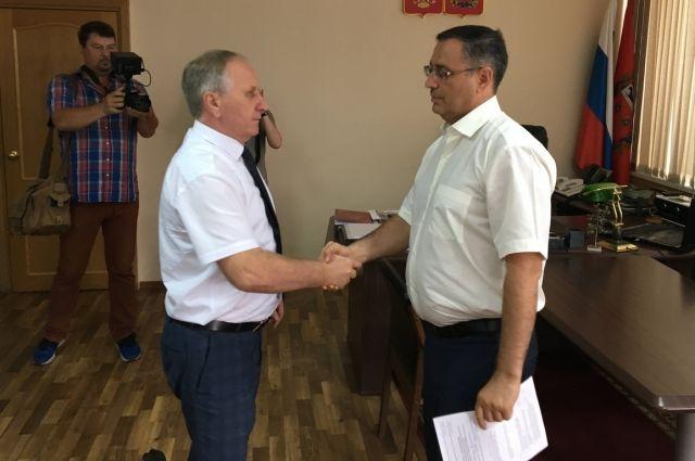Кандидат в губернаторы от КПРФ Максим Амелин сдал подписи в избирком