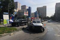 Обеих пострадавших пассажирок карета скорой помощи доставила в лечебное учреждение: сейчас им показывают помощь медики.