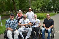 В Воронеже Джон Марк Дуган (в белой рубашке в верхнем ряду) обзавёлся подопечными и занялся волонтёрской работой.