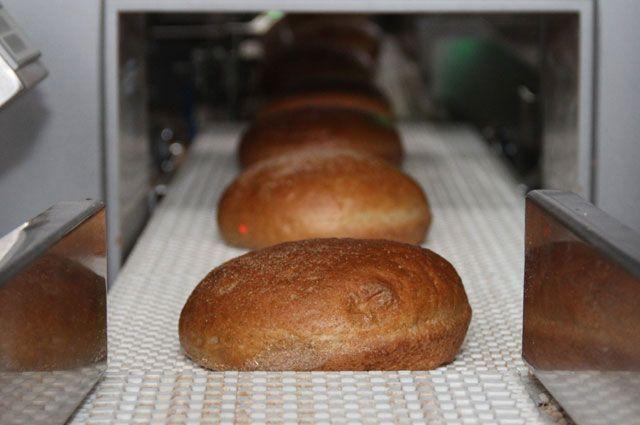 В различных магазинах буханка хлеба стоит от 90 до 109 рублей 90 копеек.
