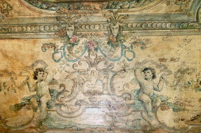 Предположительно, эти росписи выполнены итальянскими мастерами.