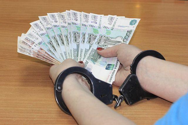 Омский бухгалтер начислила себе зарплату в 1,7 млн рублей