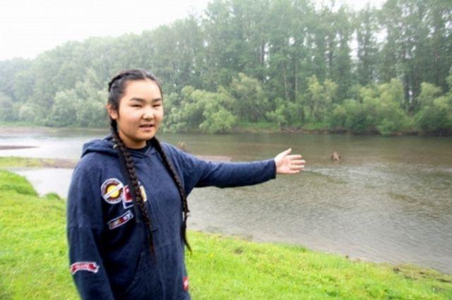 Анисья в этом году закончила 9 класс гимназии №9 города Кызыла