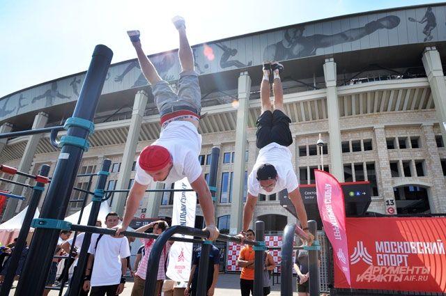 Победители национальных чемпионатов по воркауту в 6-й раз состязались в Москве.