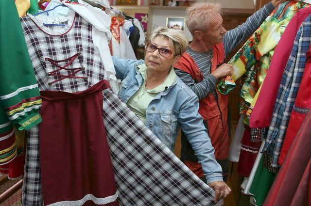 Валентина Житинец с супругом демонстрируют наряды