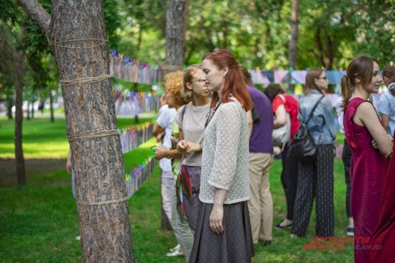 Цель акции – познакомить горожан с творчеством молодых новосибирских поэтов. Всего на акцию подали заявку 107 авторов.