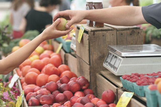 У продавцов на улицах Тюмени забирают фрукты и овощи