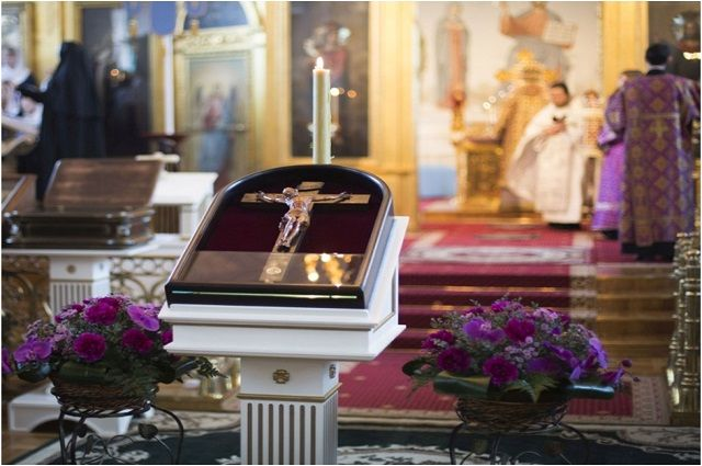 Чтимое распятие с частицей Животворящего Креста на 10 дней будет установлено на выставке «Православная Русь. Медовый Спас»