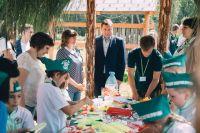 На экологической тропе постоянно проходят занятия с учениками школ, причем не только из Угранского района.