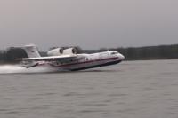 Из водоёма самолёт-амфибия загружается водой за 14 секунд.