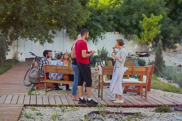 В карманном парке проходят уроки по английскому языку, танцы и занятия йогой.