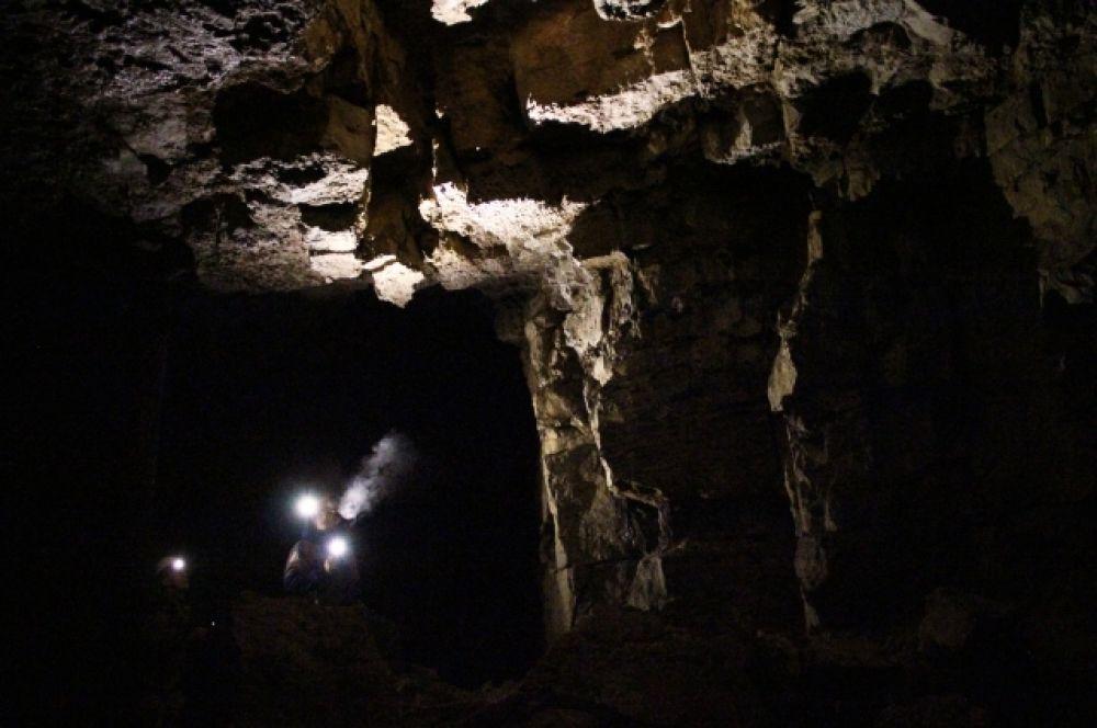 Отправляясь в подземелье оденьтесь тепло и возьмите с собой несколько источников света.