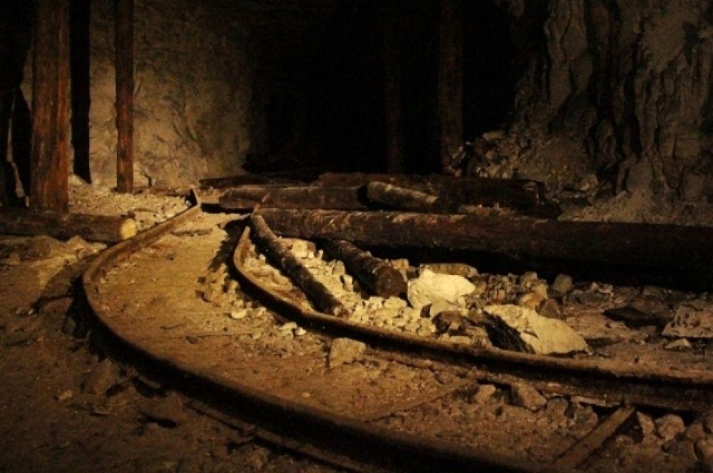 В Сокских штольнях сохранились фрагменты рельс для вагонеток.