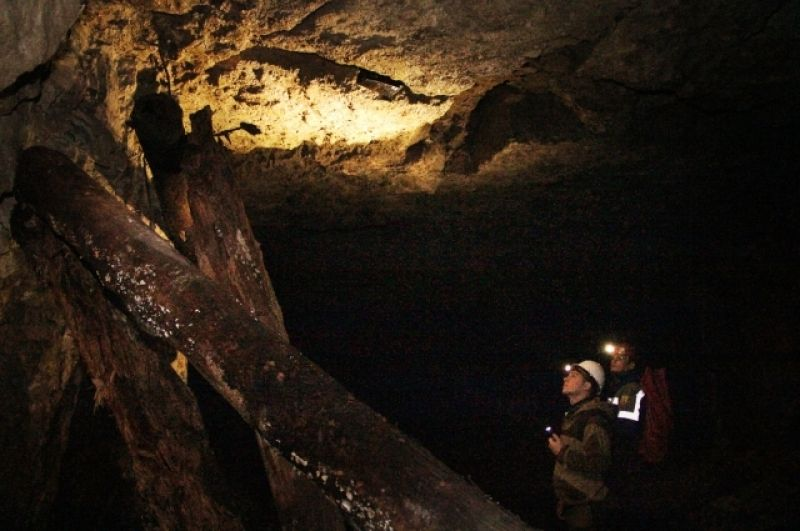 В Сокских штольнях много сгнивших и обрушившихся деревянных опор.
