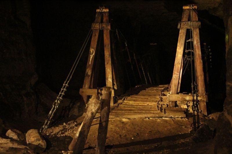 В подземелье сконструировано несколько объектов.