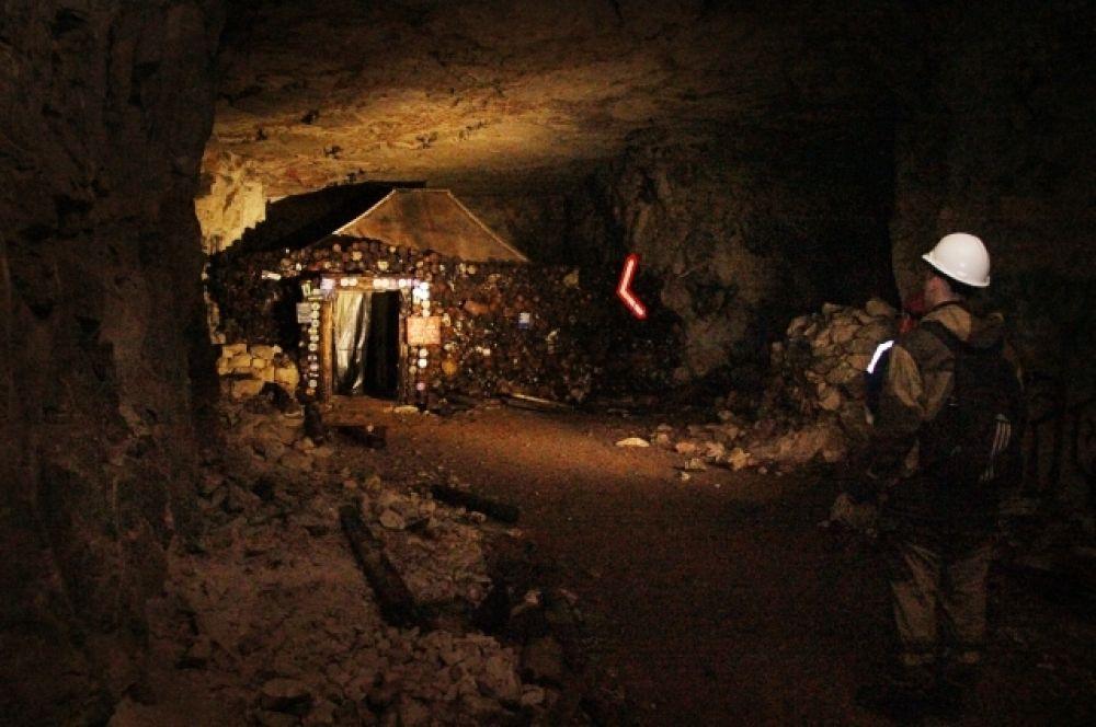 В подземелье оборудовано несколько пунктов, где можно отдохнуть.