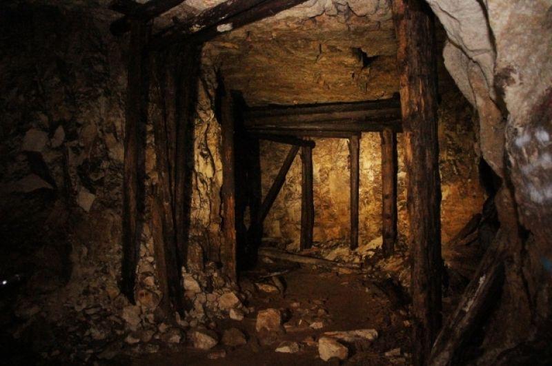 Все внутренние опоры в Сокских штольнях пропитаны креозотом.