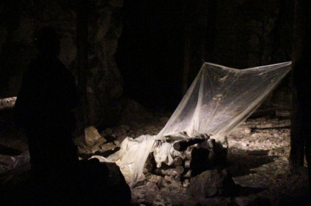 """В подземелье оборудовано несколько так называемых """"водокапов"""", которые постоянно перемещаются. Горожане утверждают, что в них питьевая вода."""